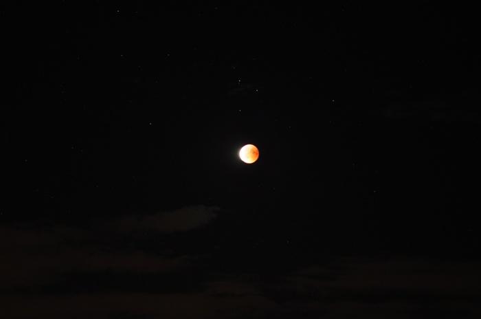 Mond verläßt den Schatten der Erde